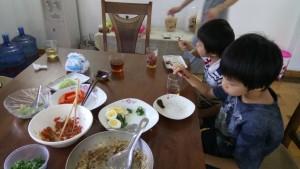 味噌づくりの会食事風景